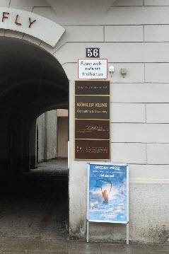 Kontakt: Eingangsarkade zu Köhler Kline Consulting & Coaching in der Maximilianstr. 56 in 86150 Augsburg
